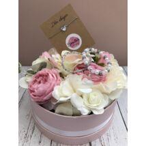Exkluzív szeretlek virágbox, 3db karkötővel