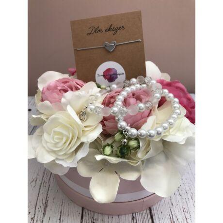 Virágbox a legjobb anyukának, 3db karkötővel